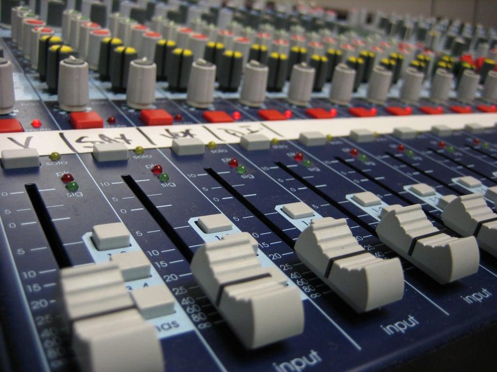 audio-mixer-console-1315787
