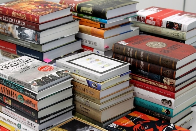 the-stacks-of-books-1630957-639x426