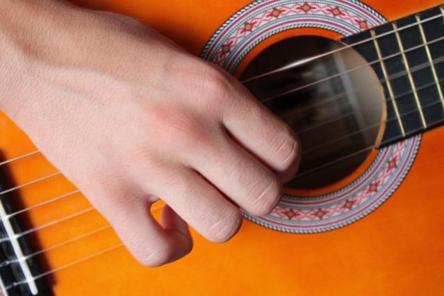 guitar-1291810-639x426