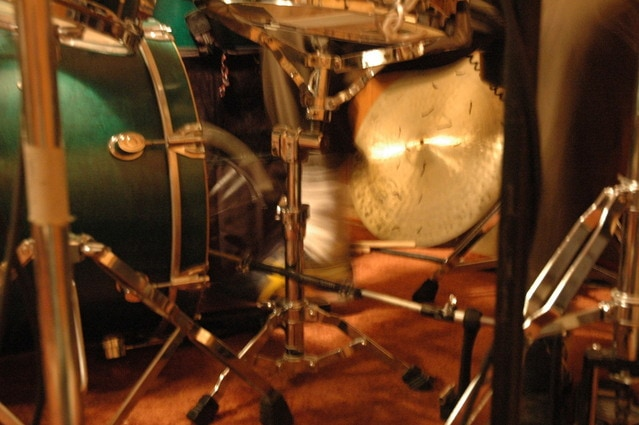 overdubs-in-the-studio-1425136-639x424