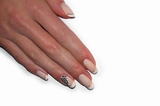 nails-1-1440124-640x426
