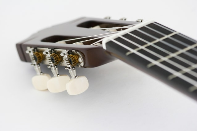 guitar-neck-1243260-639x425