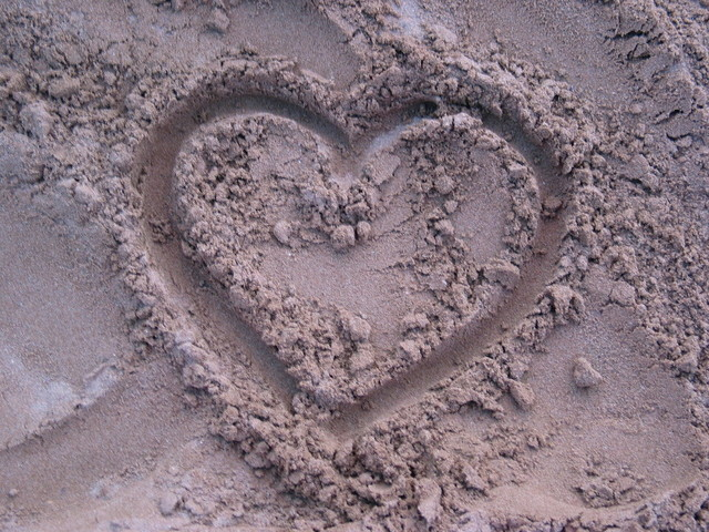 heart-in-sand-1462541-640x480