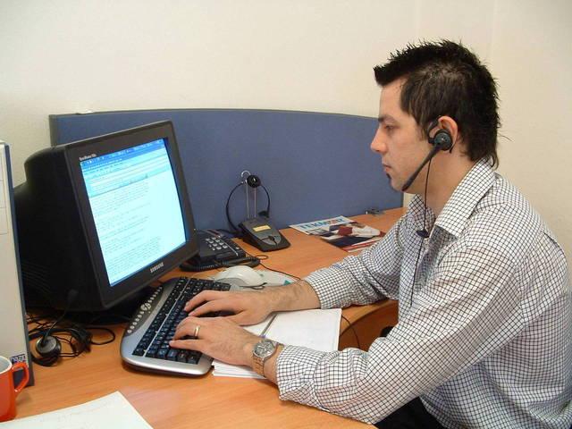 callcenter-1240345-640x480