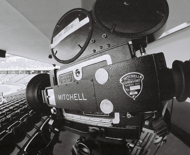 mitchell-movie-camera-wide-ang-1521525-639x521