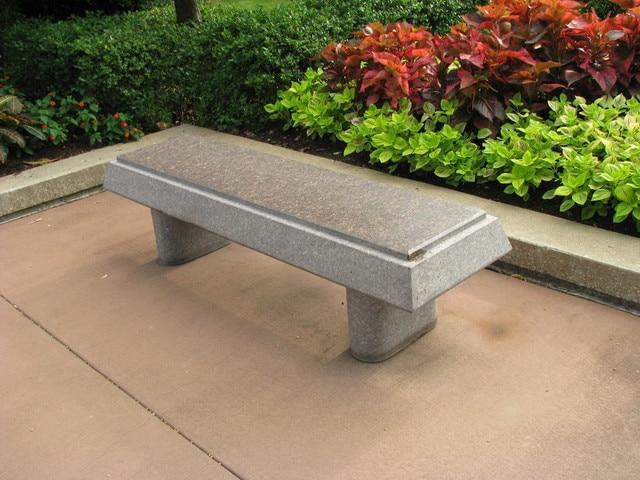 park-bench-2-1414854-640x480