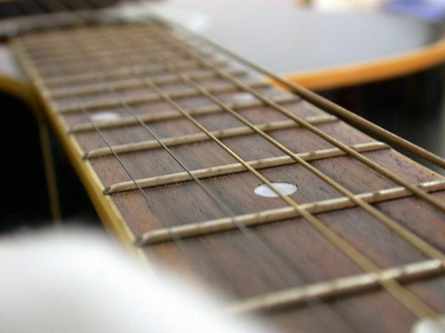 boston-acoustic-guitar-1-1503090-640x480