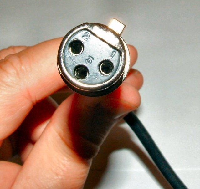 xlr-plug-1311338-639x603