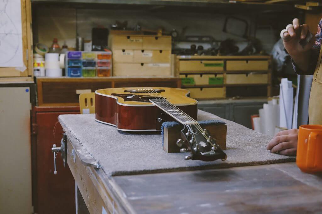 ギター工房とアコギ