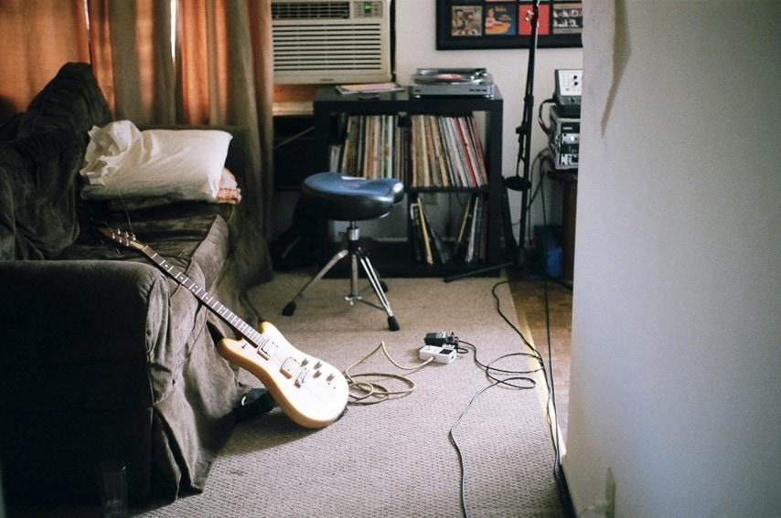 エレキギターが置いてある部屋