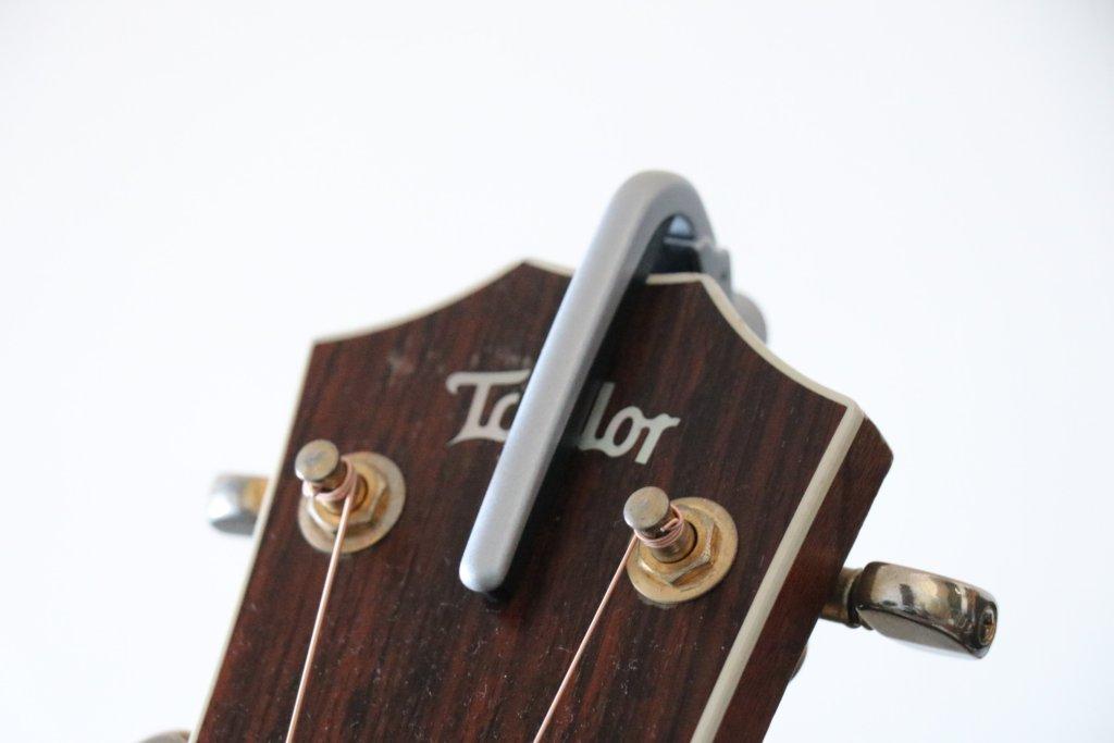 ギターヘッドとカポタスト