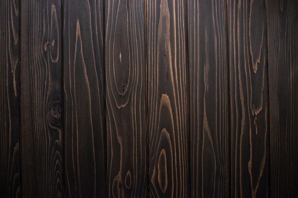 濃い茶色の木