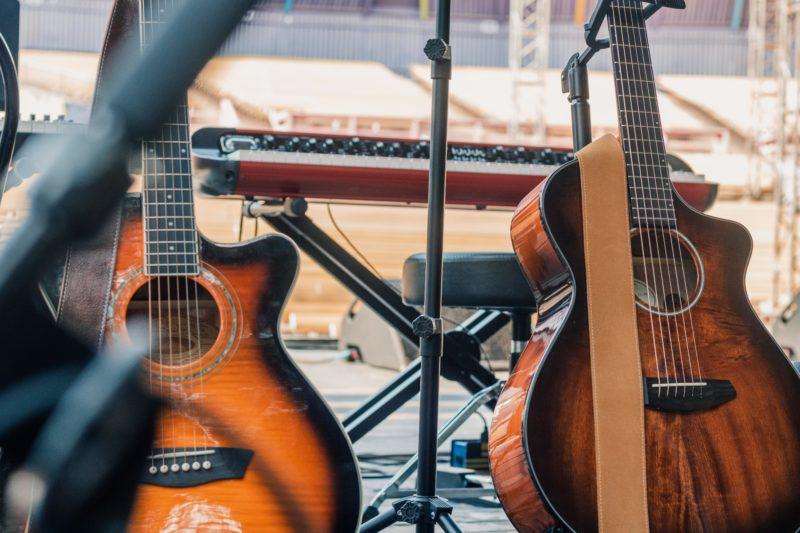 2本のアコースティックギター