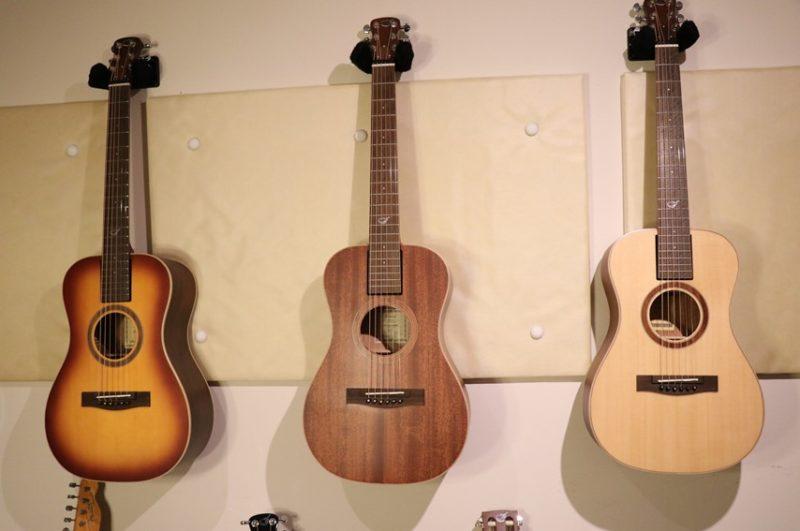 Journey Instrumentsのトラベルギター