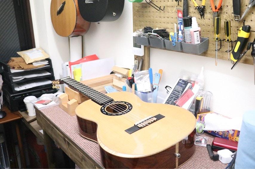 Journey Instrumentsのショールーム奥の工房