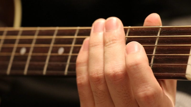 ギターでブラッシングする時の左手