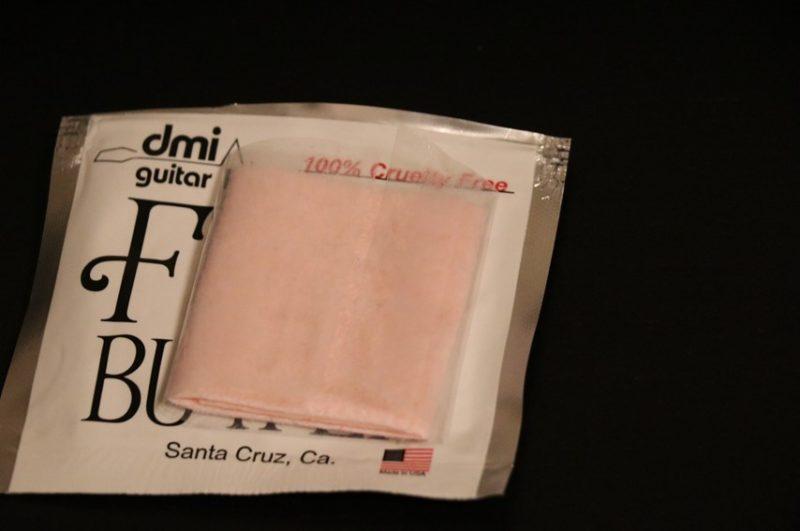 クリーナー液がしみ込んだ布であるフレットバター