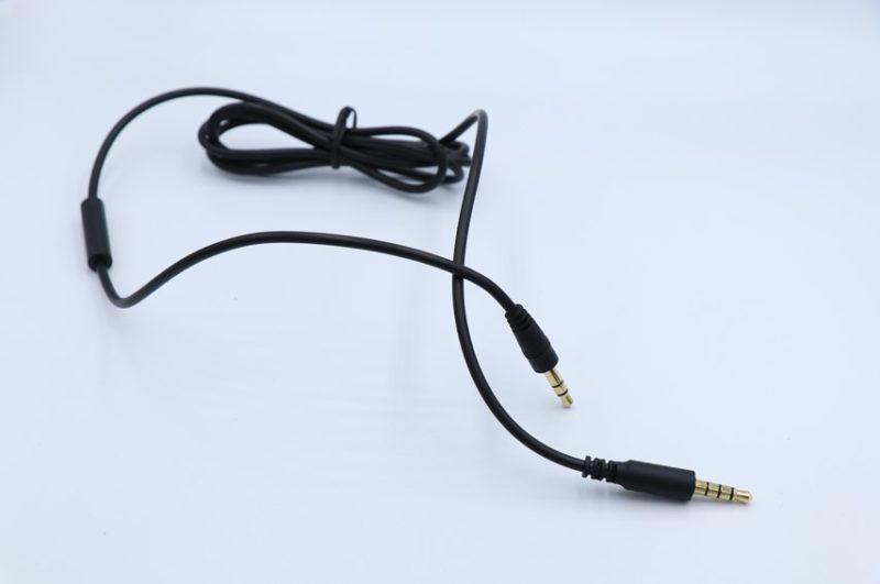 OneOdio Pro010の付属ケーブル(3.5-3.5mm)