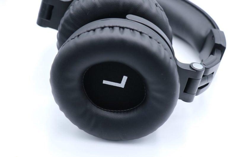 OneOdio Pro010を横から撮った状態