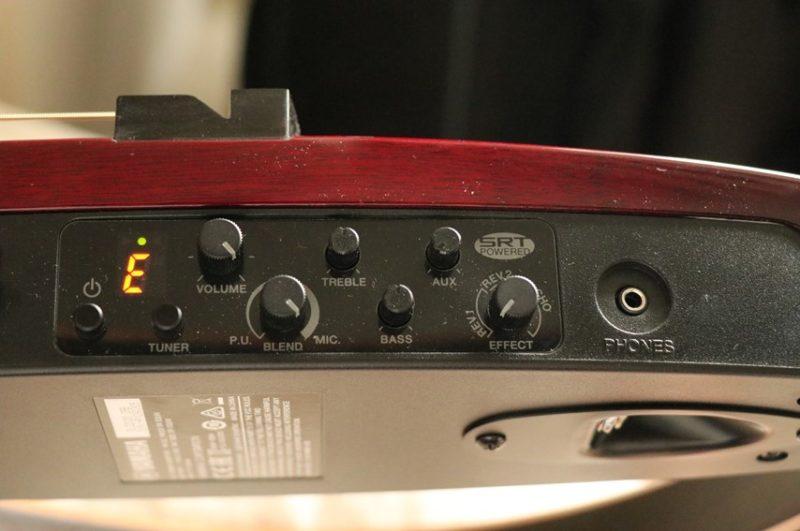 YAMAHA SLG200Sのプリアンプ部分