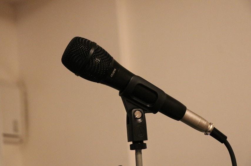 audio technica AT2010を横から撮った写真