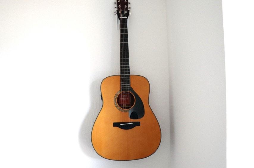 壁美人 ギターヒーローにかけたアコギ