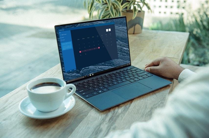 コーヒーとノートパソコン