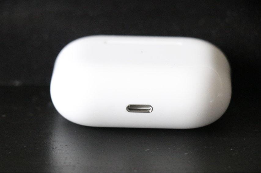 AirPods proの充電ケースはライトニングケーブル
