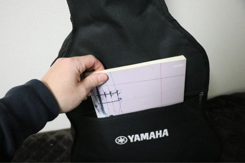YAMAHA FG820のソフトケース。ギタースコアなどはいる
