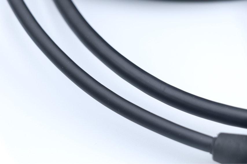 TPS7182とTPS7222のケーブル