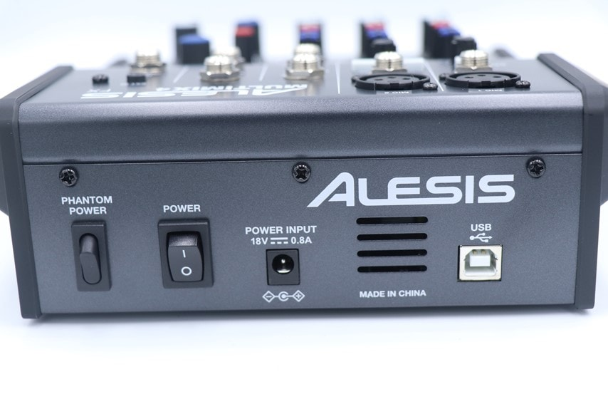 ALESIS MULTIMIX 4 USB FXの背面