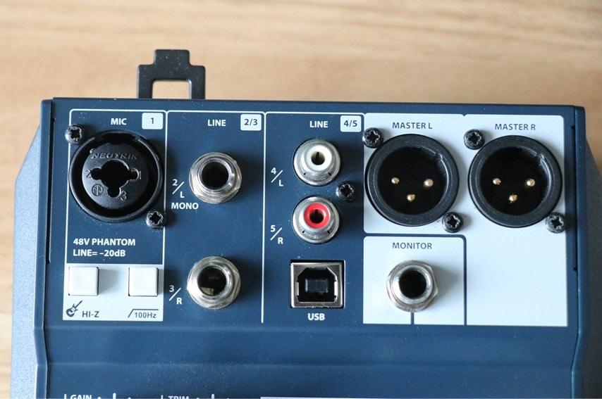 Soundcraft Notepad-5の入出力端子