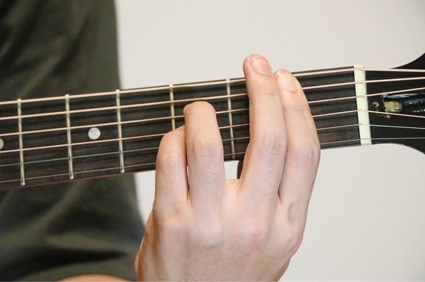 ギターでB♭add9を押さえているところ