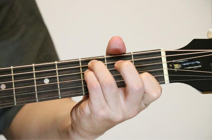 ギターでCsus4を押さえているところ