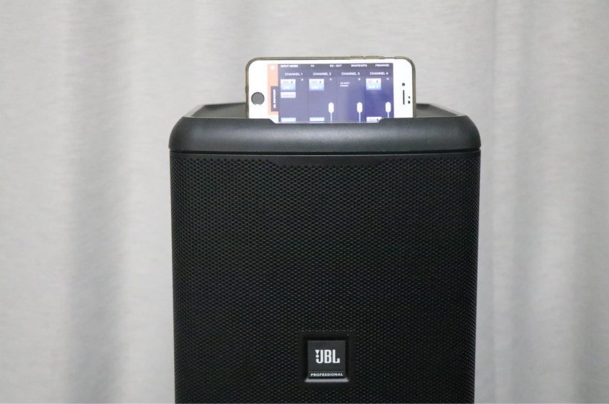 EON ONE Compact本体にiPhoneを設置