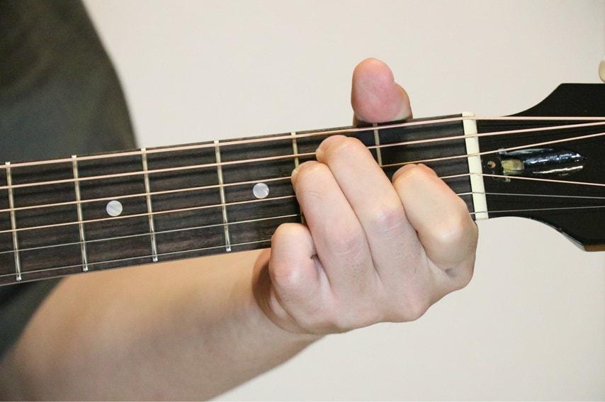 ギターでEadd9コードを押さえているところ