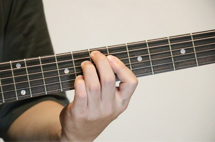 ギターでEdimを押さえているところ
