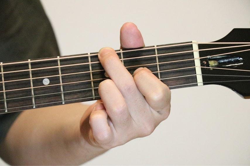 ギターでGadd9を押さえているところ