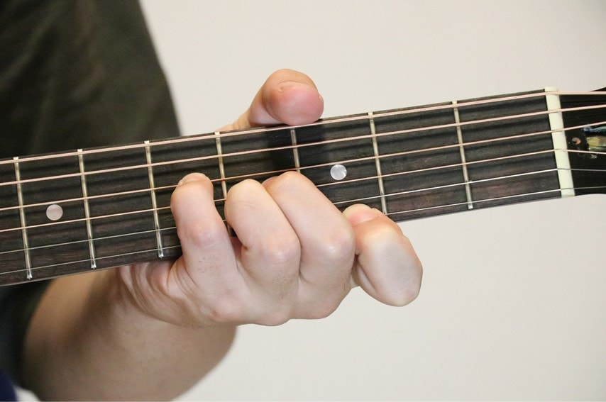 ギターでGaugコードを押さえているところ