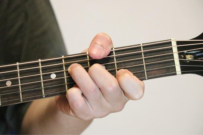ギターでG♭add9コードを押さえているところ