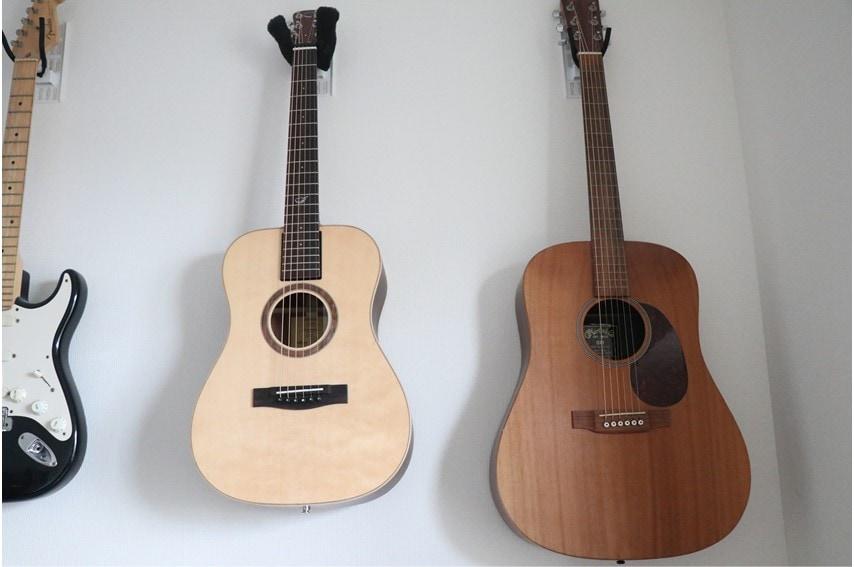 OF422Nとドレッドノートのギターを並べた