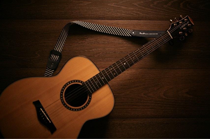 小さめのアコースティックギター