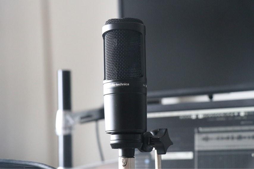 audio technica AT2020をマイクアームに取付した2