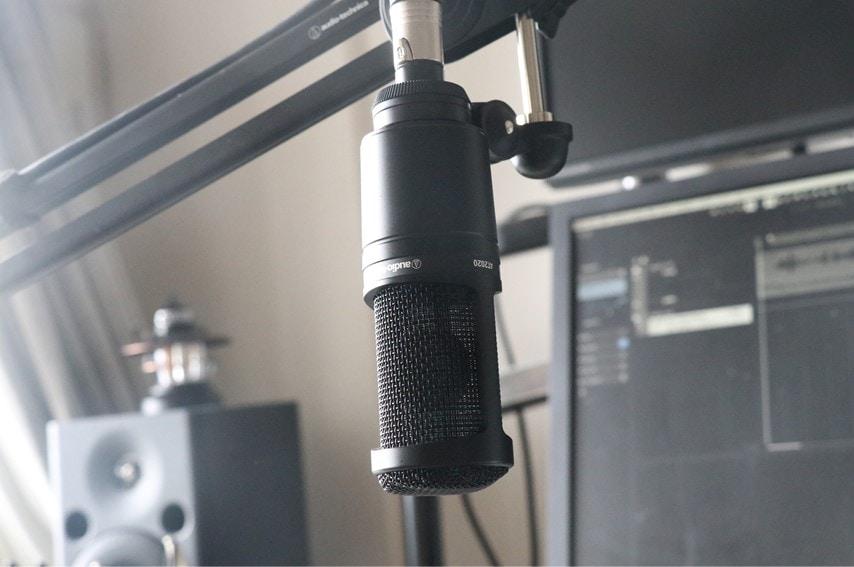 audio technica AT2020をマイクアームで逆さに取付した2