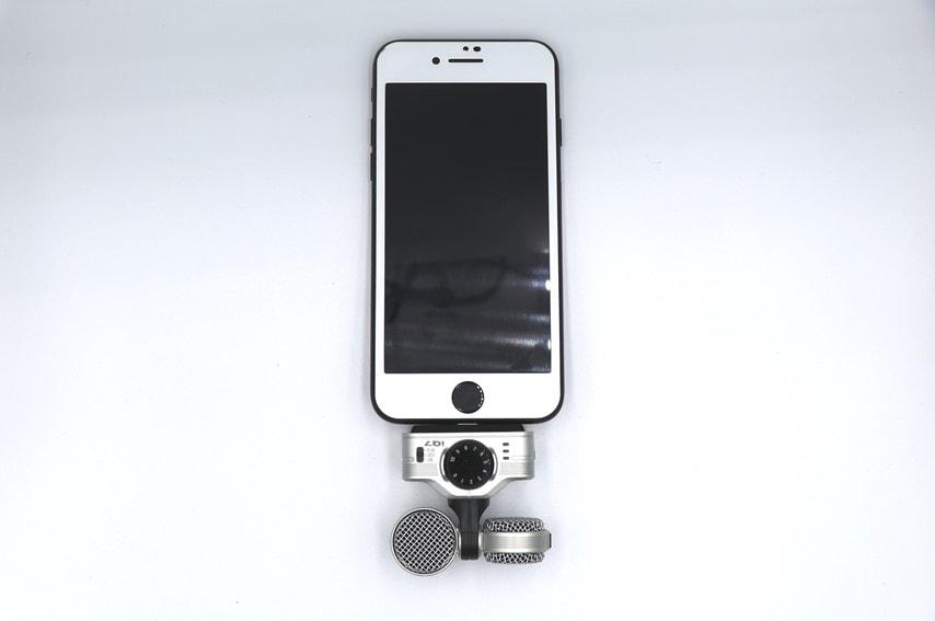 ZOOM iQ7をiPhoneに取り付けした写真