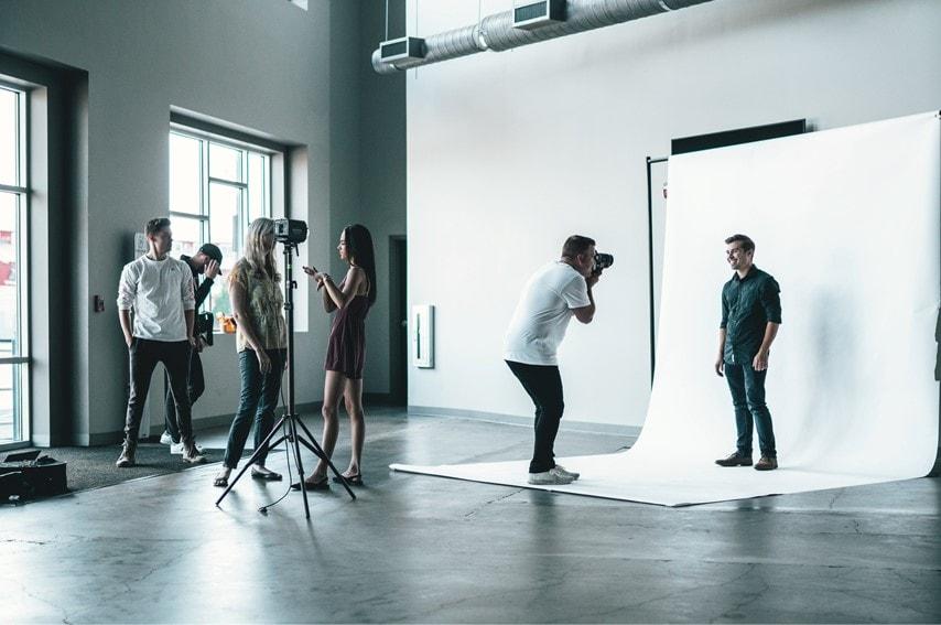 白ホリの撮影スタジオ